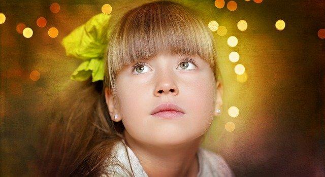 snící dívka