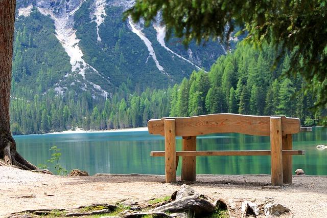 odpočinek u jezera