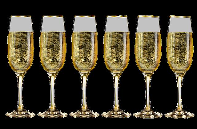 šest sklenic šampaňského