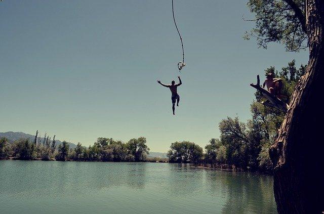 skok do jezera