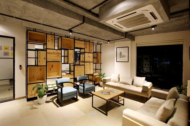 Interiér luxusně zařízeného obývacího pokoje
